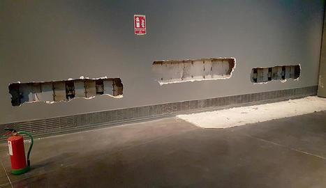 Els suports que exposaven les caixes sepulcrals de Sixena, dimarts, buits.