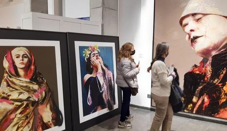 Imatge de l'exposició '#universfemení' a Espai Cavallers, inaugurada ahir.