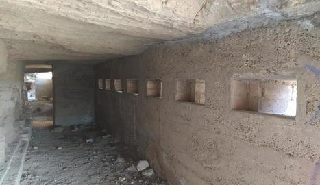 sentinella. La torre que corona el tossal és original del segle XIX, però n'hi havia una d'anterior d'origen àrab. També hi ha vestigis de la Guerra Civil, per la qual cosa els darrers temps s'ha reivindicat la seua restauració des del C ...