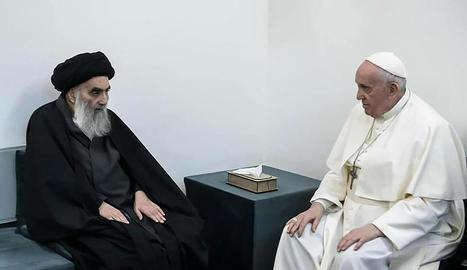 Un moment de la reunió entre l'aiatol·là Ali al-Sistani i el papa Francesc a Najaf.