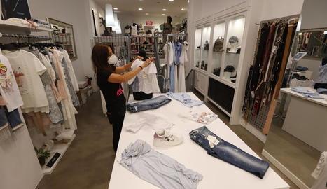 El comerç, amb l'hostaleria i el turisme, és un dels sectors amb més taxa d'ocupació femenina.