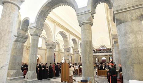 El papa Francesc oficiant la missa a la catedral de Qaraqosh, destruïda per Estat Islàmic.