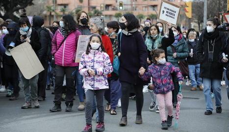 L'acte institucional es va celebrar per primera vegada a la passarel·la davant de la plaça Blas Infante de Lleida pels protocols de la Covid-19.
