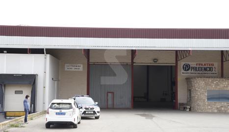 Vista de l'empresa on es va produir ahir l'accident laboral mortal a Seròs