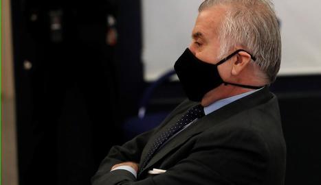 L'extresorer del PP Luis Bárcenas, ahir, assegut al banc dels acusats.