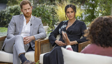 El príncep Harry i Meghan Markle durant l'entrevista presentada per la televisiva Oprah Winfrey.