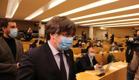 L'eurodiputat de JxCat Carles Puigdemont a la seva arribada a la roda de premsa sobre el suplicatori a l'Eurocambra, a Brussel·les el 9 de març del 2021.