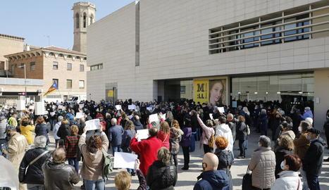Concentració ahir davant el Museu de Lleida a l'acte reivindicatiu en defensa de la pinacoteca i per la recuperació de l'art.