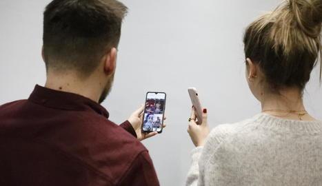Els usuaris continuen preferint Facebook, però cada vegada són més els seguidors d'Instagram.