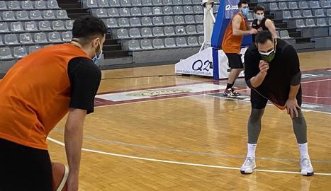L'equip va reprendre ahir els entrenaments en grup i tots els jugadors ho van fer amb mascareta.