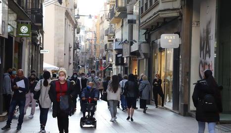 L'Eix Comercial de la ciutat de Lleida, ahir a la tarda.