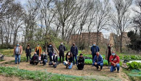 Els participants en la nova edició d'horts urbans.