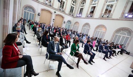 La nova presidenta del Parlament, Laura Borràs, ahir, amb les dos vicepresidentes, Anna Caula, d'ERC, i Eva Granados, del PSC.