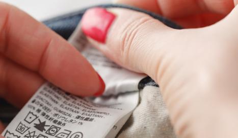 ¿Qué significan los signos de las etiquetas de lavado y secado de prendas de ropa?