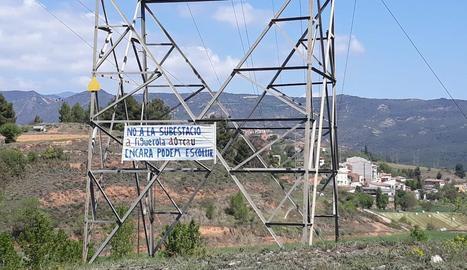 Pancarta en contra d'una subestació a Figuerola d'Orcau.