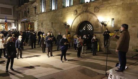 Els cantaires, ahir, com cada dilluns, es van concentrar a la Paeria per la llibertat dels presos de l'1-O.
