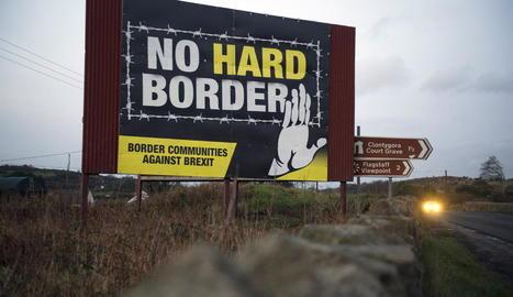 Un cartell en contra d'una frontera dura a Irlanda del Nord.