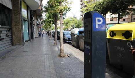 Un parquímetre en una zona blava de la ciutat de Lleida.