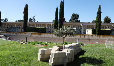 Monument dedicat a les víctimes del coronavirus al cementiri de Lleida.