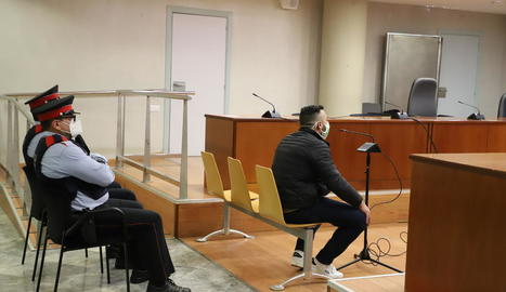 L'acusat, ahir en el judici, està empresonat preventivament per altres causes.