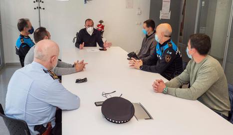 L'alcalde es va reunir ahir amb els agents.