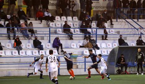 El partit, el primer de futbol que es disputa a Lleida amb públic, va reunir prop de 350 aficionats.