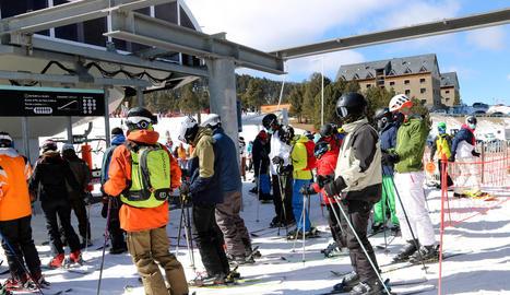 L'aixecament del confinament comarcal provoca un augment considerable d'esquiadors a les estacions