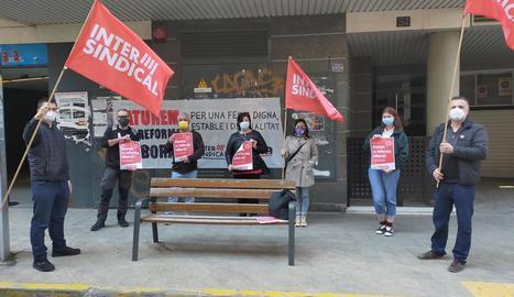 Intersindical de Ponent va protestar a la delegació del SEPE.
