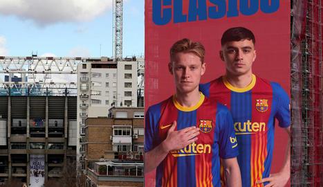 """""""Ganes de clàssic"""" - El Barça va transmetre ahir les seues """"ganes de clàssic"""" amb un fotomuntatge basat en la gran lona que Joan Laporta va exposar durant la campanya electoral als voltants de l'estadi Santiago Bernabéu."""
