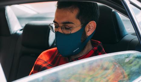 La DGT lamenta la confusió sobre l'ús de la mascareta al cotxe.