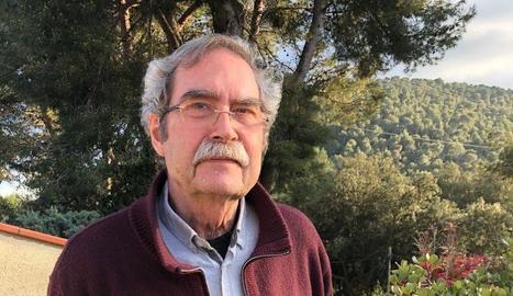 L'escriptor Jaume Cabré, en una fotografia feta a casa seua.
