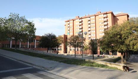 Vista del centre d'adults Joan Carles I, ubicat a la Mariola.