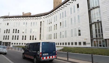 Els Mossos van traslladar ahir el detingut al jutjat perquè passés a disposició del jutge.