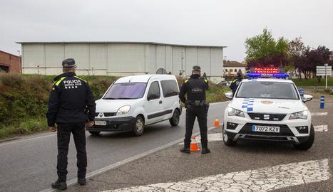 Control de mobilitat ahir a la tarda de la Policia Local de Tàrrega a la carretera C-14.
