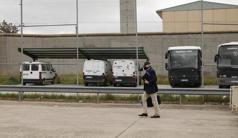 L'extresorer del PP Luis Bárcenas, ahir en el moment de tornar a la presó de Soto del Real.