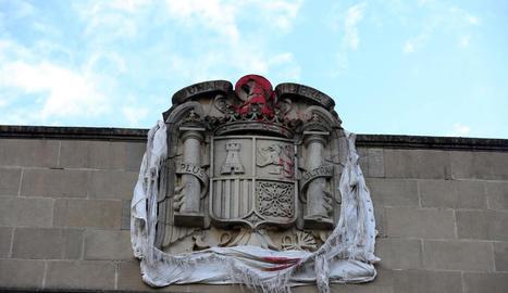 L'escut apareix encara dalt de l'antiga Capitania d'Infanteria de Gardeny.
