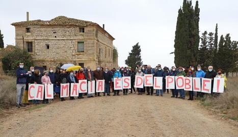 Mobilització davant de la casa pairal de Vallmanya, en la qual estiuejava la família de Macià.
