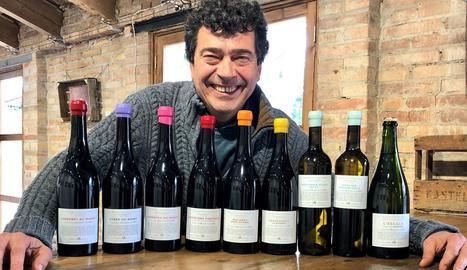 L'enòleg lleidatà Tomàs Cusiné, amb els vins del projecte 'Microvinificacions de les Garrigues Altes'.