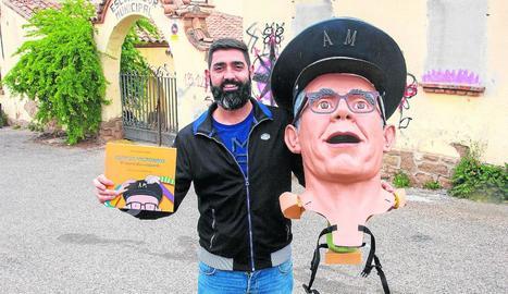 Puebla, amb el conte i el 'caparró' del seu avi davant on vivia aquest, al costat de l'escorxador municipal.