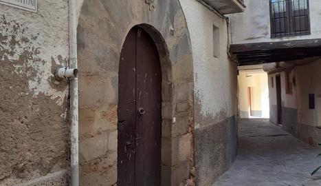 El pis està situat a l'antiga rectoria del poble.