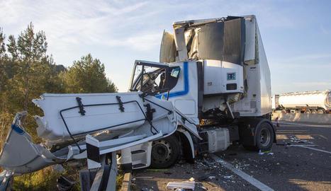 Estat en el qual va quedar un dels camions després del sinistre.