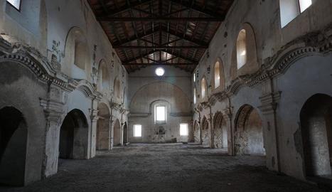 L'interior de l'antiga església de Sant Francesc a Balaguer.