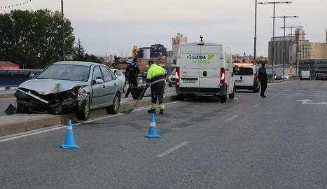 El pont de Pardinyes va registrar ahir a la tarda dos accidents de trànsit en tot just tres hores.