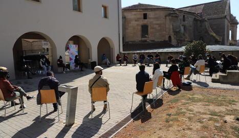 La reunió va tenir lloc al pati de l'antic convent de Santa Clara.