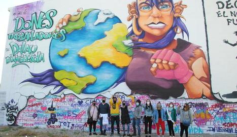 El Palau va inaugurar ahir un mural dedicat a les seues dones treballadores.