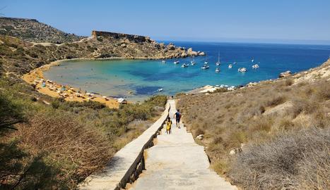 Malta té amb nombrosos paisatges de gran bellesa natural com penya-segats, turons, valls i camins rurals.