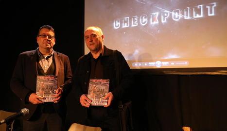 Novel·la gràfica 'Checkpoint' - Josep Maria Cazares i Miquel Àngel Bergés van presentar ahir al Cafè del Teatre de Lleida la seua nova novel·la gràfica, Checkpoint (Ed. Milenio), ambientada en plena Guerra Freda i el gruix de l'acció  ...