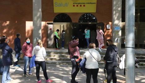 Al pavelló Onze de Setembre de Lleida ahir no es va vacunar, però es van fer PCR a alumnes.