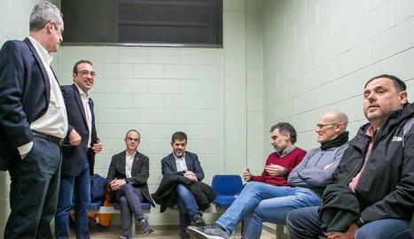 Permisos - El titular del jutjat de Vigilància Penitenciària número 5 de Catalunya, amb competències sobre la presó de Lledoners, va aprovar ahir la concessió de permisos penitenciaris de tres dies per a Oriol Junqueras, Raül Romeva i Jordi  ...