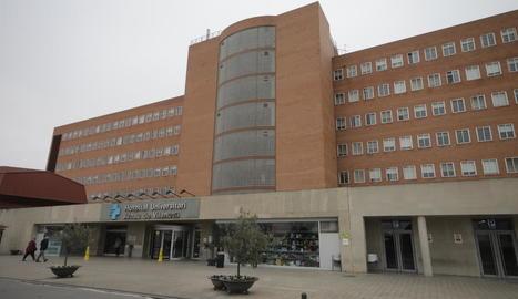 La façana principal de l'hospital Arnau de Vilanova.